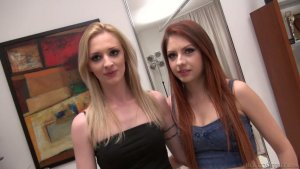 Lesbian Girls (Jenna Sativa e Naomi Woods) In Hot Scene Action On Cam video-27